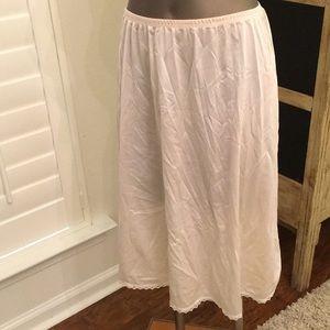 Nylon tricot ecru half slip elastic waist medium